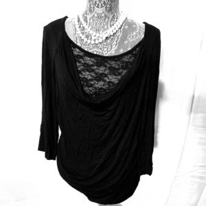 Black 1/4 sleeve top with lace under liner
